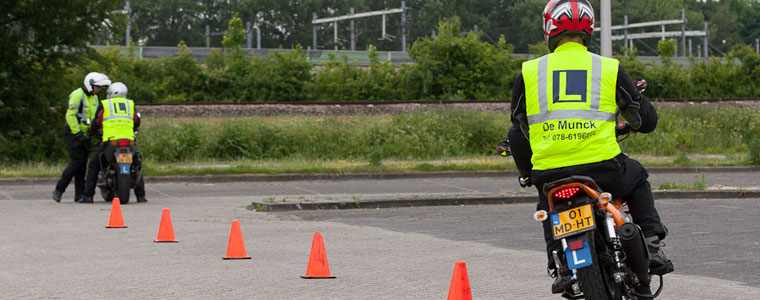 Autorijschool de Munck motor instructie